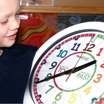 time teacher clock helps people to read the time on an analogue clock