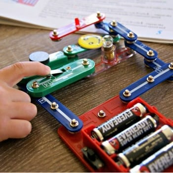 electronics kit for kids is safe and fun