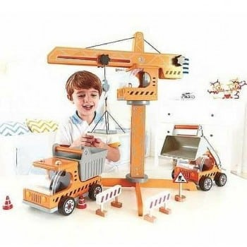 toy crane construction set by hape is a fabulous wooden toy set for building enthuisiasts. This awesome playset makes an ideal Christmas or birthday gift for your loved one.